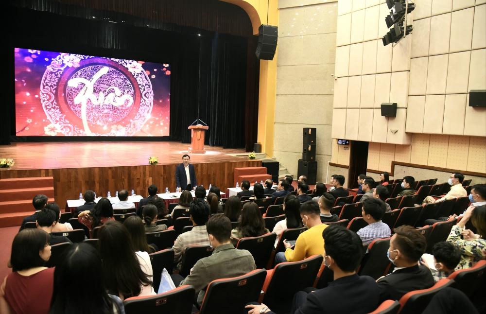 Phó Bí thư Thành ủy Nguyễn Văn Phong thăm và làm việc Nhà hát Kịch Hà Nội