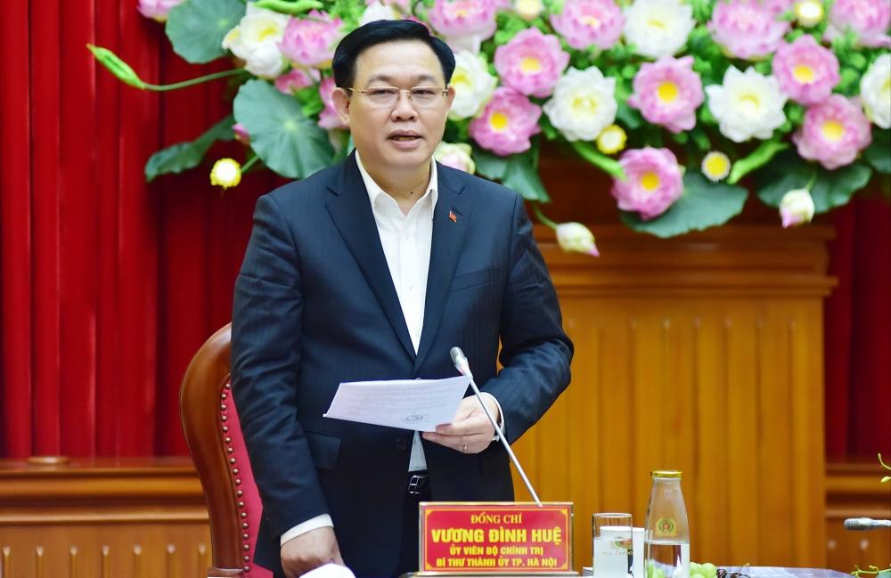 Bí thư Thành ủy Hà Nội Vương Đình Huệ phát biểu tại buổi làm việc.