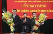 Phó Bí thư Thành ủy Đào Đức Toàn nhận Kỷ niệm chương Cựu chiến binh Việt Nam