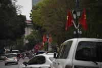 Trang trí các tuyến phố chào mừng kỷ niệm 90 năm thành lập Đảng bộ thành phố Hà Nội