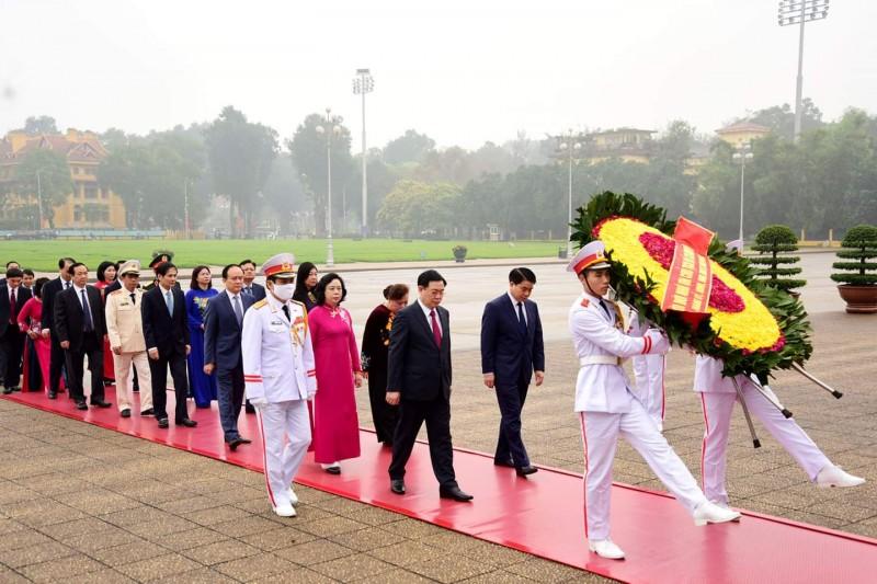 Lãnh đạo thành phố Hà Nội viếng Chủ tịch Hồ Chí Minh và tưởng niệm các Anh hùng liệt sĩ