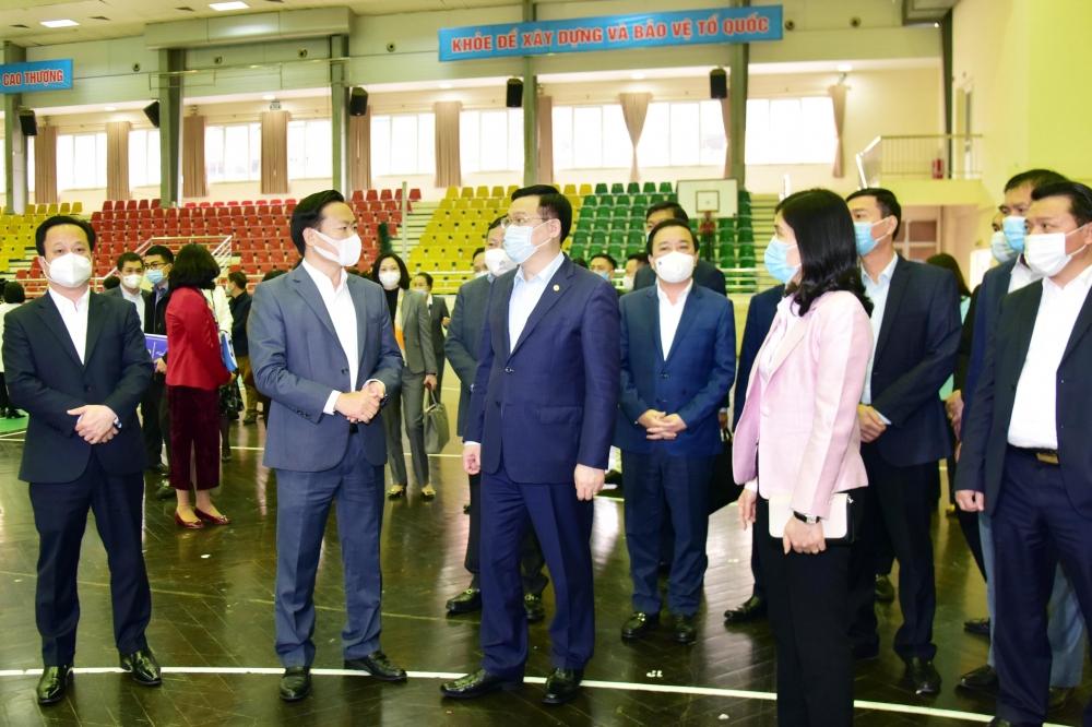 Bí thư Thành ủy Hà Nội Vương Đình Huệ thăm, kiểm tra công trình phục vụ SEA Games 31 tại Trung tâm Văn hóa, Thông tin và Thể thao quận Cầu Giấy.