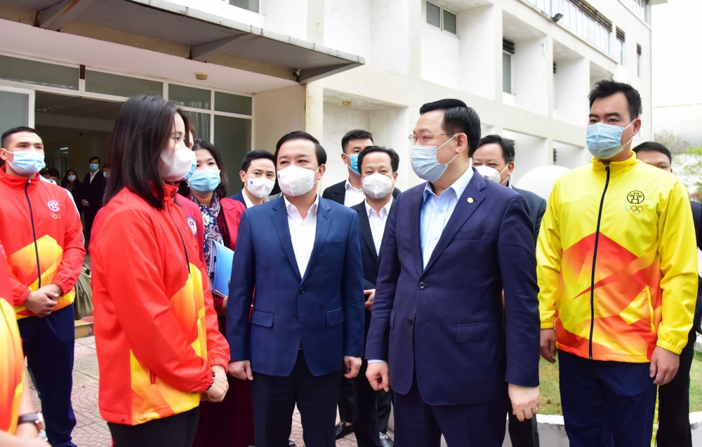 Bí thư Thành ủy Vương Đình Huệ: Nghiên cứu điều chỉnh các chế độ chăm sóc vận động viên
