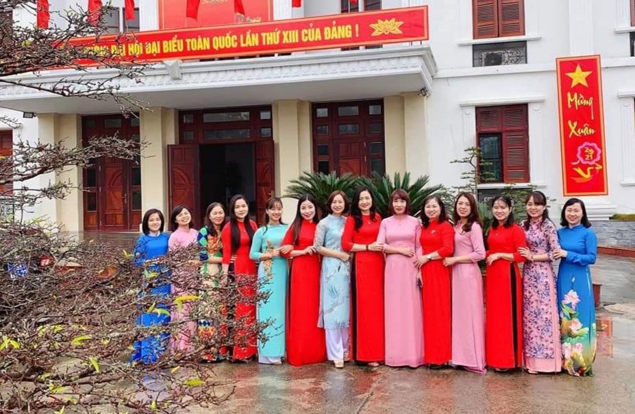Công đoàn huyện Thanh Oai lan tỏa vẻ đẹp áo dài nơi công sở
