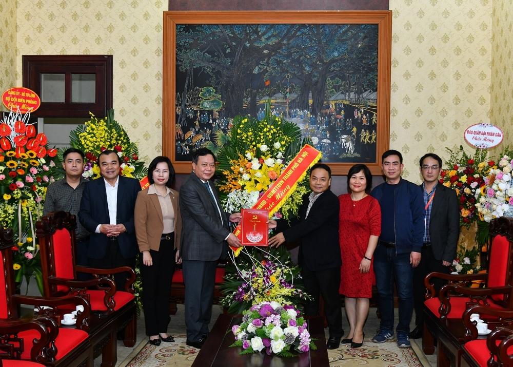 Lãnh đạo thành phố Hà Nội chúc mừng báo Nhân Dân kỷ niệm 70 năm ngày ra số đầu tiên
