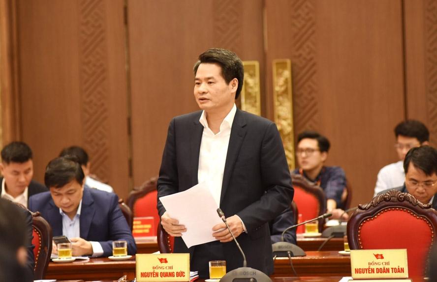 Trưởng ban Nội chính Thành ủy Nguyễn Quang Đức báo cáo tổng hợp ý kiến thảo luận tại tổ.