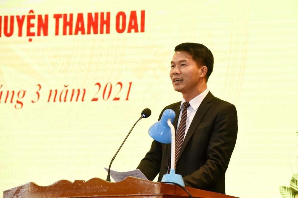 Phó Bí thư Thường trực Huyện ủy Thanh Oai Nguyễn Nguyên Hùng báo cáo tại buổi làm việc