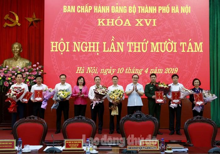 Hà Nội trao quyết định chuẩn y bổ sung Ủy viên BCH, Ban Thường vụ