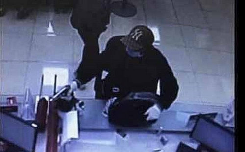 Bí thư Thành ủy Vương Đình Huệ khen lực lượng công an truy bắt tên cướp ngân hàng tại Sóc Sơn
