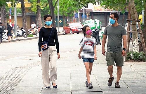 Chủ tịch Hà Nội: Đeo khẩu trang, giữ khoảng cách phải trở thành nếp sống