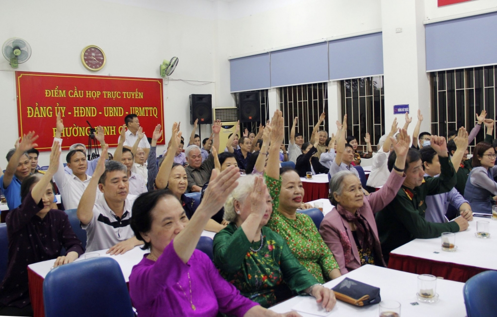 Cử tri Tổ dân phố số 34 (phường Định Công) biểu quyết giới thiệu ông Đinh Tiến Dũng ứng cử đại biểu Quốc hội khóa XV
