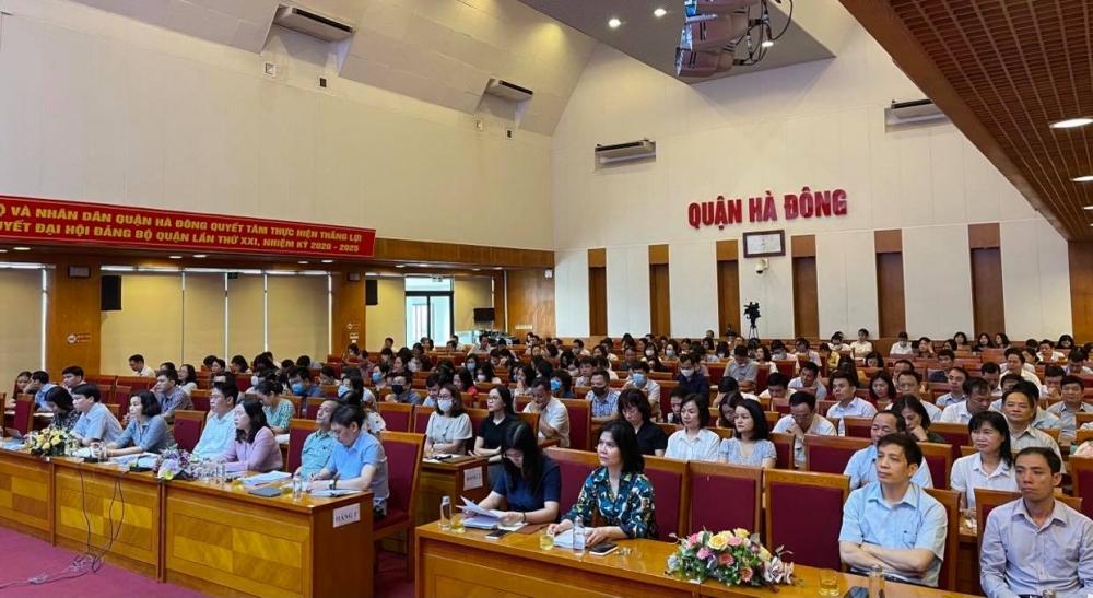 Hình ảnh tại điểm cầu quận Hà Đông tham gia hội nghị trực tuyến