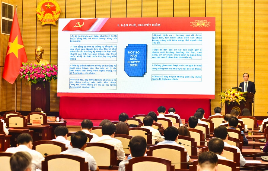 Chủ tịch Hội đồng nhân dân thành phố Hà Nội Nguyễn Ngọc Tuấn quán triệt nội dung các Chương trình công tác của Thành ủy