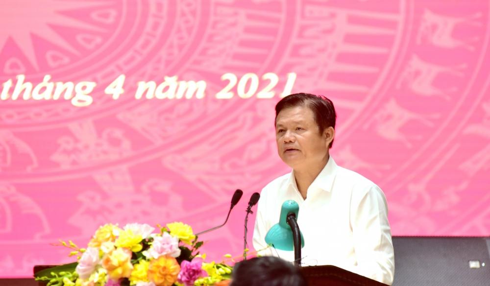 Trưởng ban Tổ chức Thành ủy Hà Nội Vũ Đức Bảo trình bày dự thảo Nghị quyết