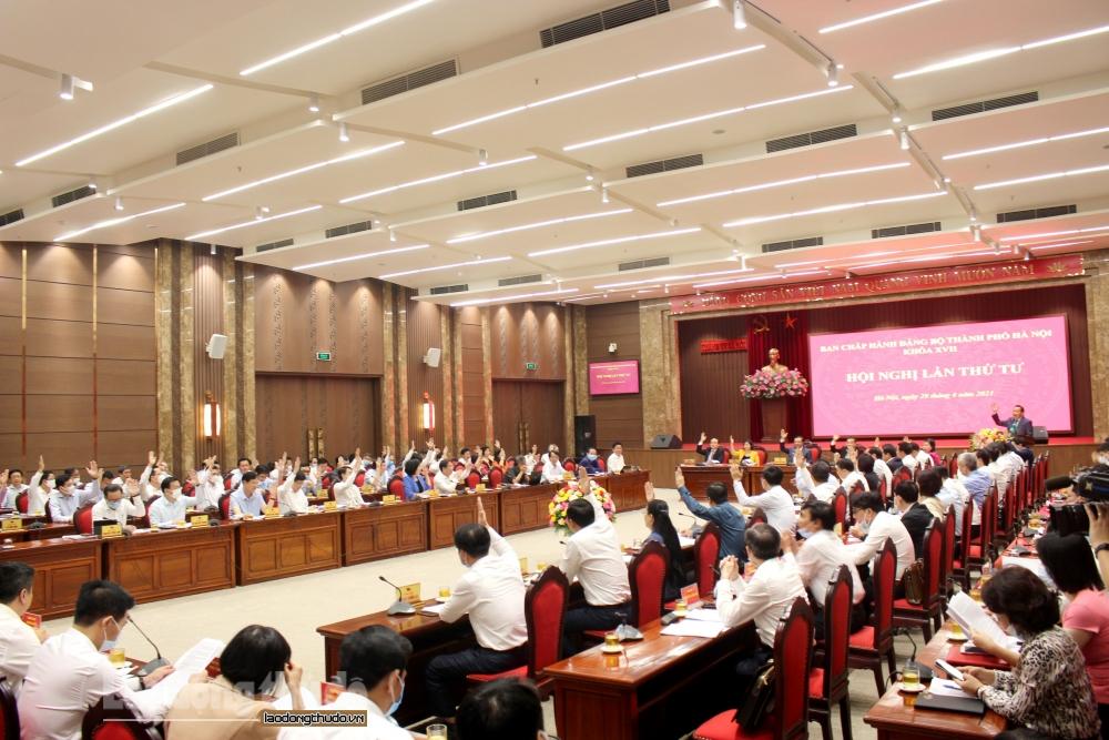 Ban Chấp hành Đảng bộ thành phố Hà Nội khóa XVII biểu quyết thông qua chương trình Hội nghị lần thứ tư