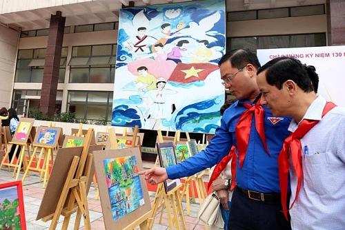 """Triển lãm 130 bức tranh """"Tuổi trẻ Thủ đô làm theo lời Bác"""""""