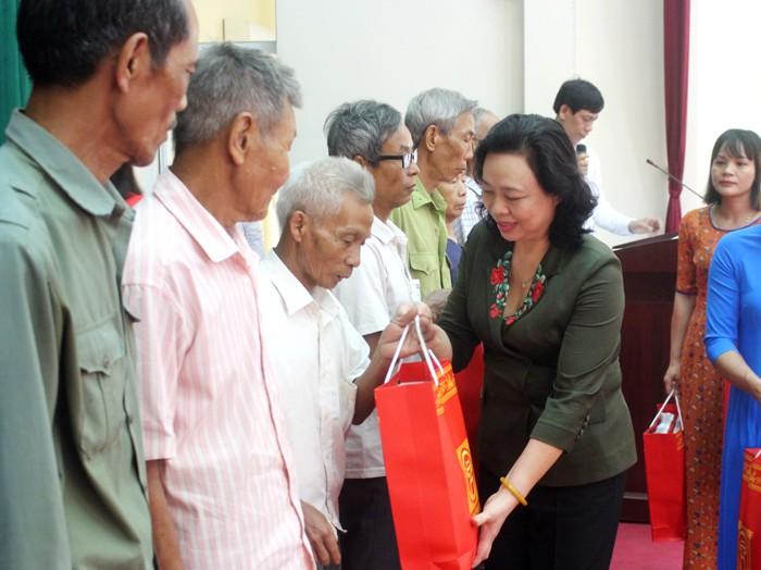 tung thon xa can co cong trinh phan viec cu the de chao mung dai hoi dang