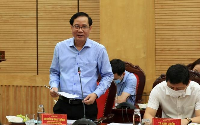 Phó Bí thư Thường trực Quận ủy Ba Đình Nguyễn Công Thành báo cáo tại buổi kiểm tra. (Ảnh: Quang Thái)