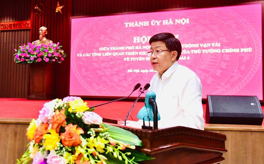 Phó Chủ tịch Ủy ban nhân dân thành phố Hà Nội Dương Đức Tuấn trình bày báo cáo