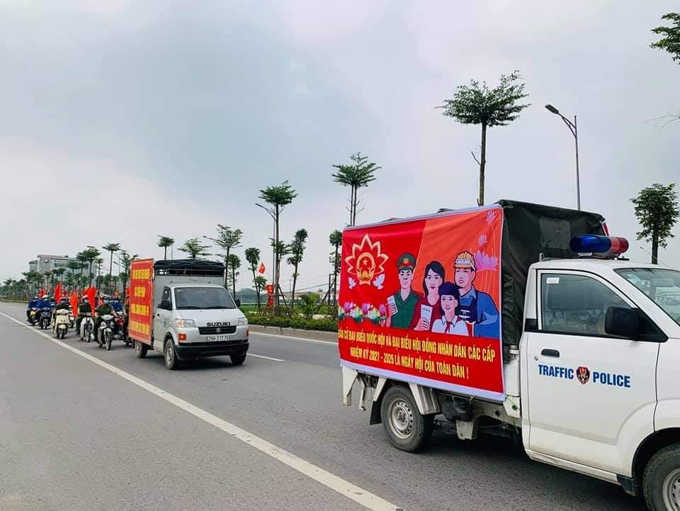Các đội tình nguyện của tuổi trẻ huyện Thanh Oai đẩy mạnh tuyên truyền bầu cử và phòng, chống dịch Covid-19