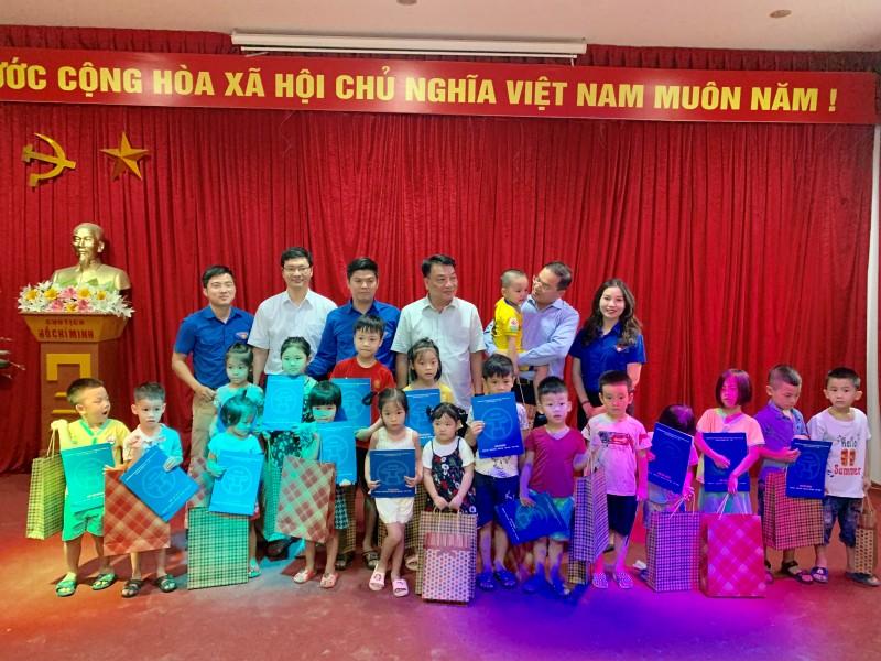 Thành đoàn Hà Nội tổ chức Tết thiếu nhi cho con công nhân