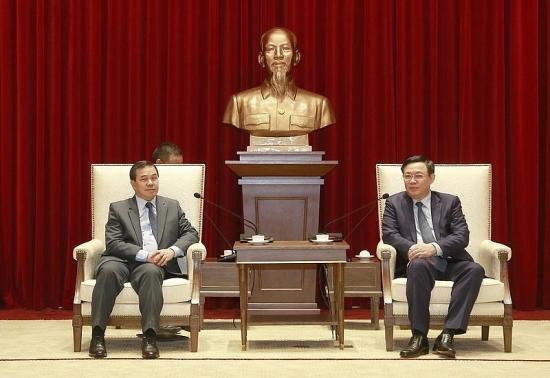 Bí thư Thành ủy Vương Đình Huệ tiếp Đại sứ đặc mệnh toàn quyền Lào