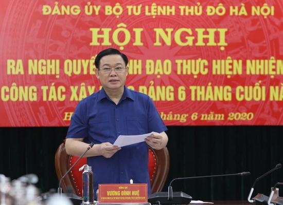 Bí thư Thành ủy Vương Đình Huệ chủ trì họp Đảng ủy Bộ Tư lệnh Thủ đô