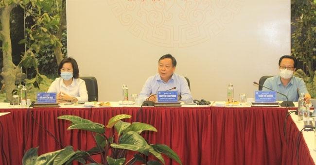Phó Bí thư Thành ủy Nguyễn Văn Phong làm việc với lãnh đạo Bảo tàng Hà Nội. (Ảnh: Nguyễn Hiệp)