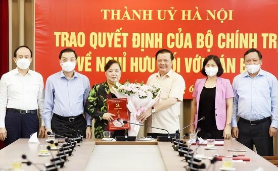 Đồng chí Nguyễn Thị Bích Ngọc nhận quyết định nghỉ hưu