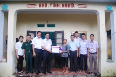 Huyện Thường Tín thăm và tặng quà các mẹ Việt Nam anh hùng