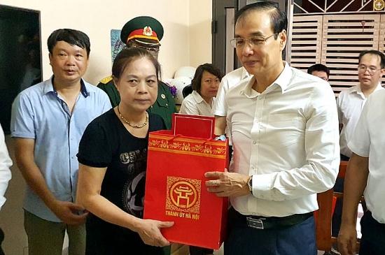 Lãnh đạo Thành ủy Hà Nội thăm thân nhân các liệt sĩ hy sinh tại xã Đồng Tâm