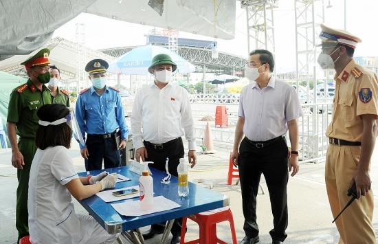 Lãnh đạo thành phố Hà Nội thị sát chốt kiểm soát cửa ngõ Thủ đô