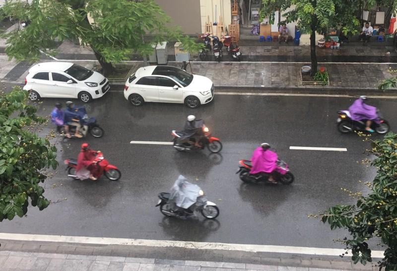 Miền Bắc hạ nhiệt, Hà Nội có mưa dông