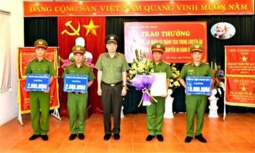 Công an Bắc Giang trao thưởng vụ bắt đối tượng, vận chuyển, tàng trữ 9 bánh heroin