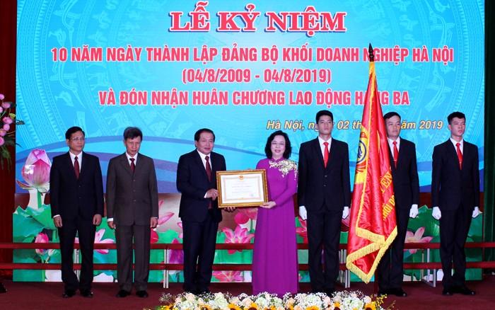 dang bo khoi doanh nghiep ha noi nhan huan chuong lao dong hang ba