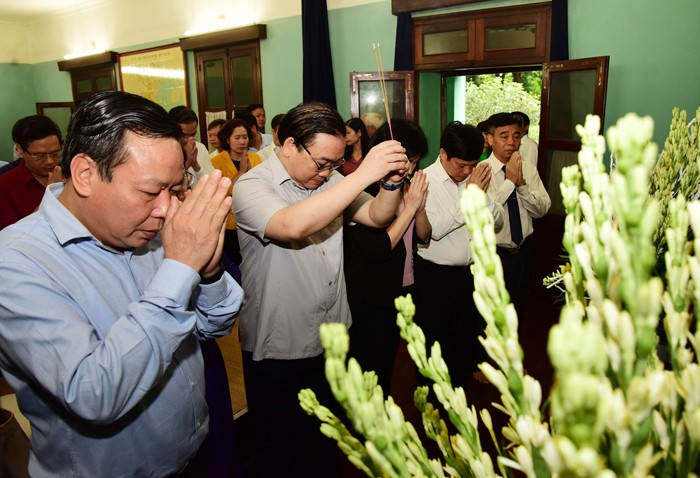 Lãnh đạo TP Hà Nội dâng hương tưởng nhớ Chủ tịch Hồ Chí Minh