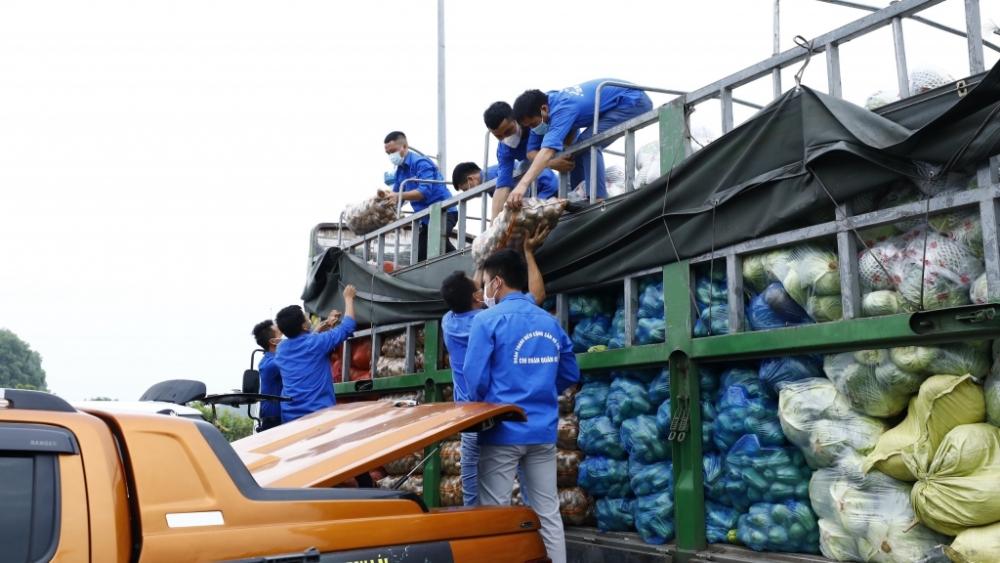 Thành đoàn Hà Nội tiếp nhận hơn 15 tấn hàng thiết yếu từ tuổi trẻ tỉnh Lào Cai