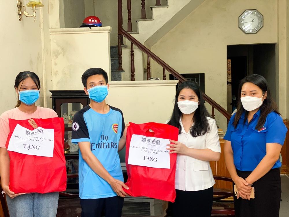 """""""Tiếp sức"""" cho 30 sinh viên đang trọ ở quận Bắc Từ Liêm"""