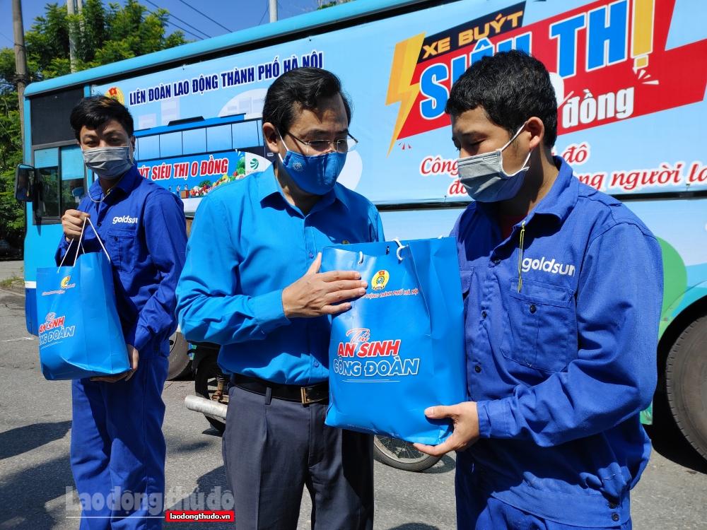 """1.000 """"Túi An sinh Công đoàn"""" đến tay người lao động quận Bắc Từ Liêm"""