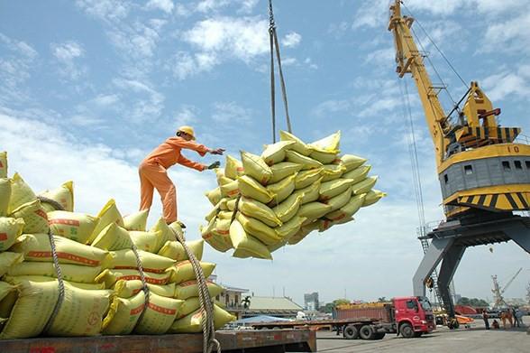 Hà Nội gửi tặng thành phố Hồ Chí Minh và tỉnh Bình Dương 6.000 tấn gạo