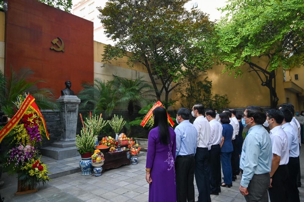 Lãnh đạo thành phố Hà Nội dâng hương tưởng niệm đồng chí Trần Phú