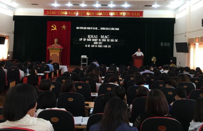 Tập huấn nghiệp vụ công tác báo chí cho cán bộ, phóng viên báo chí Hà Nội