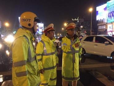 Cảnh sát giao thông Hà Nội huy động 100% quân số trực bão