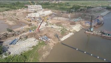 Hạ thủy thành công tuyến ống HDPE xuống lòng sông Đuống