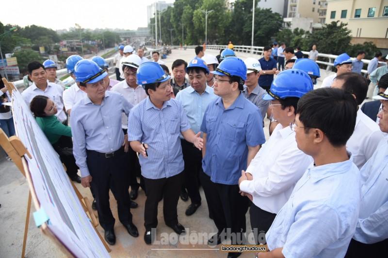 Bí thư Thành ủy Hà Nội Hoàng Trung Hải kiểm tra công trình cầu vượt An Dương