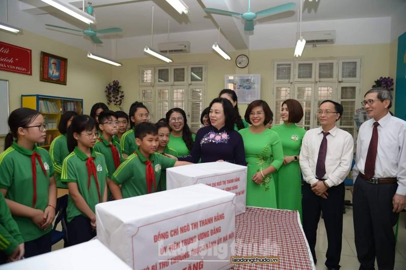 Đồng chí Ngô Thị Thanh Hằng dự Lễ khai giảng trường Trung học cơ sở Nguyễn Tri Phương