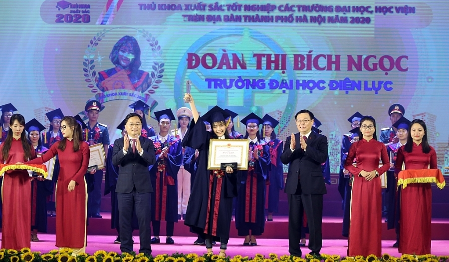 Hà Nội tặng bằng khen cho 88 thủ khoa xuất sắc năm 2020