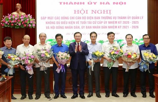 Thành ủy Hà Nội gặp mặt 78 cán bộ không đủ điều kiện tái cử