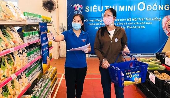 Người khó khăn tại thị xã Sơn Tây được mua hàng với giá 0 đồng