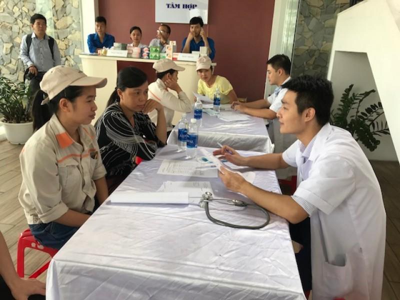 cong nhan khu cong nghiep noi bai duoc kham benh phat thuoc mien phi